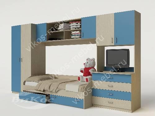 Мальчуковая стенка в детскую с кроватью голубого цвета