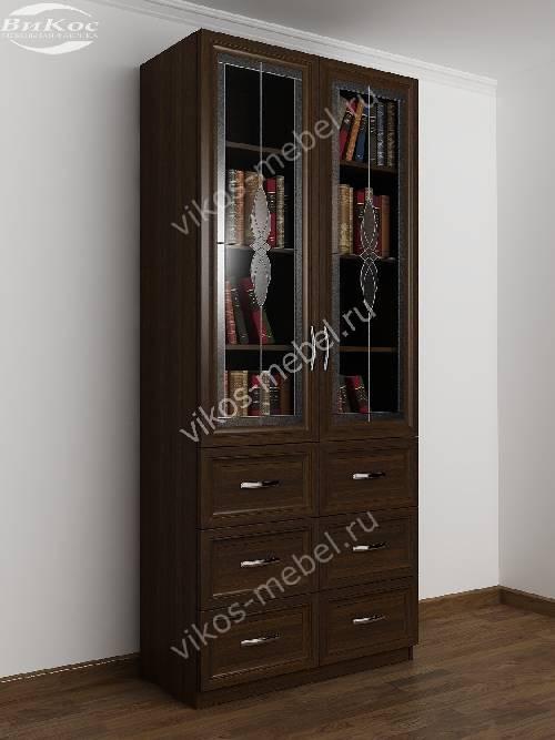 Книжный шкаф со стеклянными дверцами с витражом с выдвижными ящиками шириной 80-90 см цвета венге