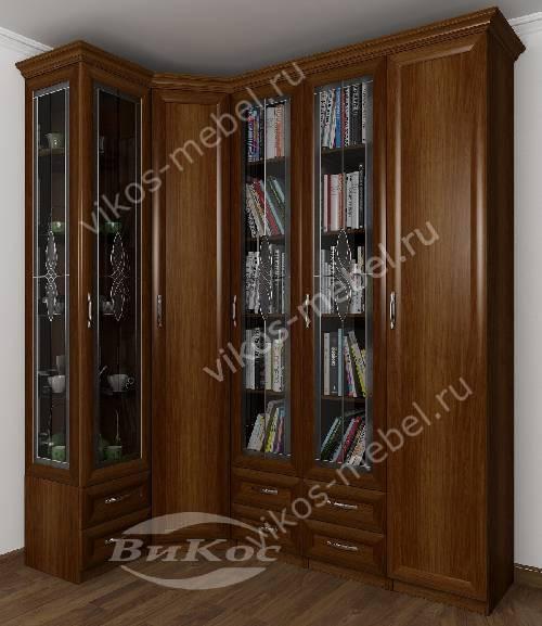 Широкий шкаф угловой в гостиную с распашными дверями для книг c витражным стеклом цвета яблоня