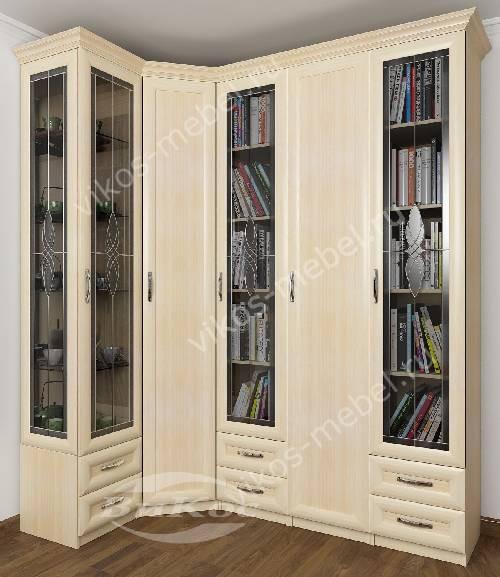 Широкий витражный платяной шкаф угловой в гостиную с распашными дверями цвета молочный беленый дуб