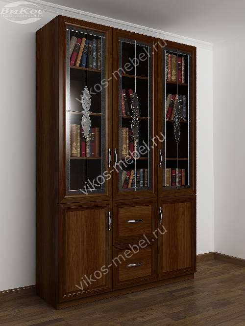 Трехдверный книжный шкаф со стеклянными дверями с витражом цвета яблоня