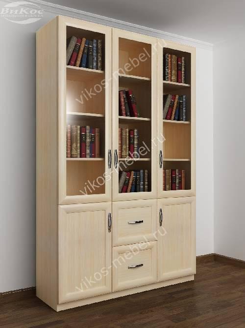 Трехдверный книжный шкаф со стеклянными дверями цвета молочный беленый дуб