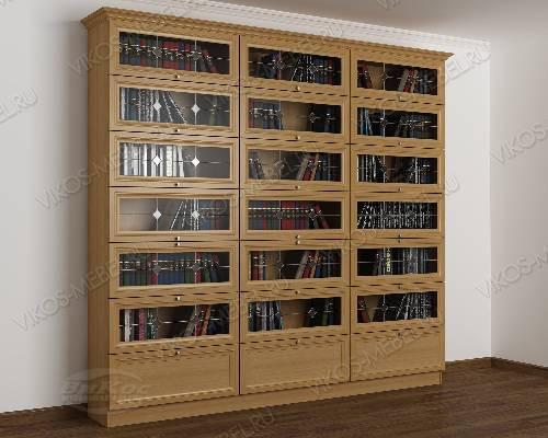 Трехстворчатый витражный книжный шкаф со стеклянными дверями библиотека цвета бук