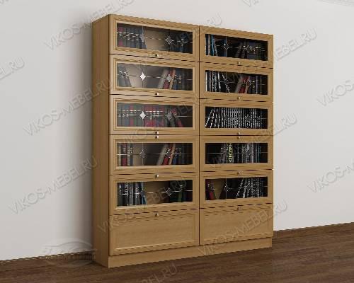 Двухстворчатый витражный книжный шкаф со стеклянными дверцам.