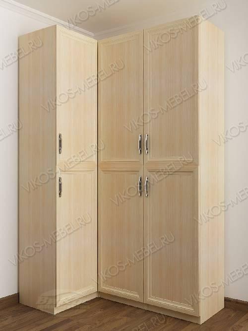 Трехстворчатый распашной угловой шкаф в спальню цвета молочный беленый дуб