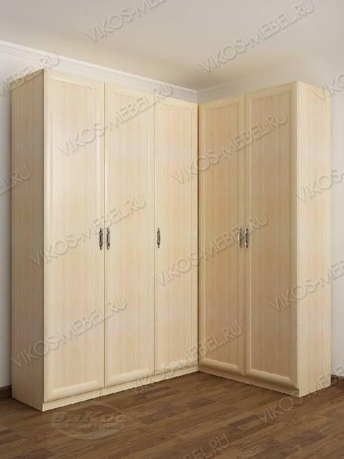 Большой шкаф угловой с распашными дверями для спальни цвета молочный беленый дуб