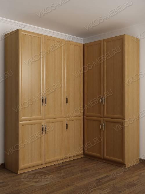Широкий распашной угловой шкаф в спальню цвета бук