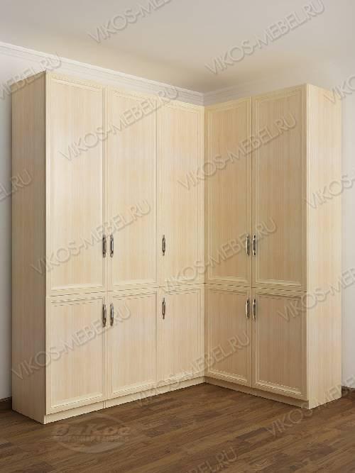 Широкий распашной угловой шкаф в спальню цвета молочный беленый дуб