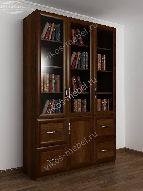 Широкий книжный шкаф со стеклянными дверцами с ящиками цвета яблоня