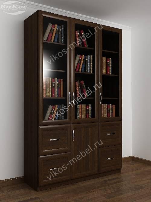 Широкий книжный шкаф со стеклянными дверцами с ящиками цвета венге