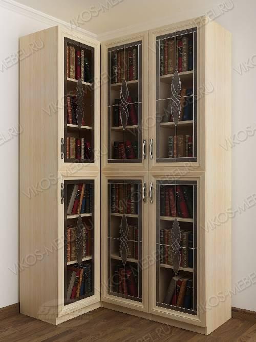 Трехдверный угловой угловой шкаф c витражным стеклом для книг цвета молочный беленый дуб