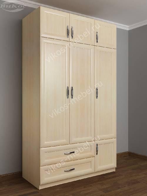 Трехстворчатый шкаф для одежды и белья с ящиками в спальню цвета молочный беленый дуб