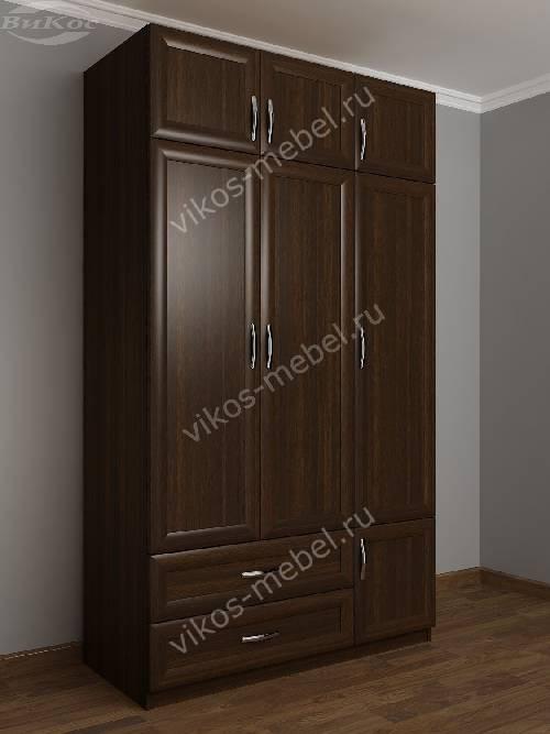 Трехстворчатый шкаф для одежды и белья с ящиками в спальню цвета венге