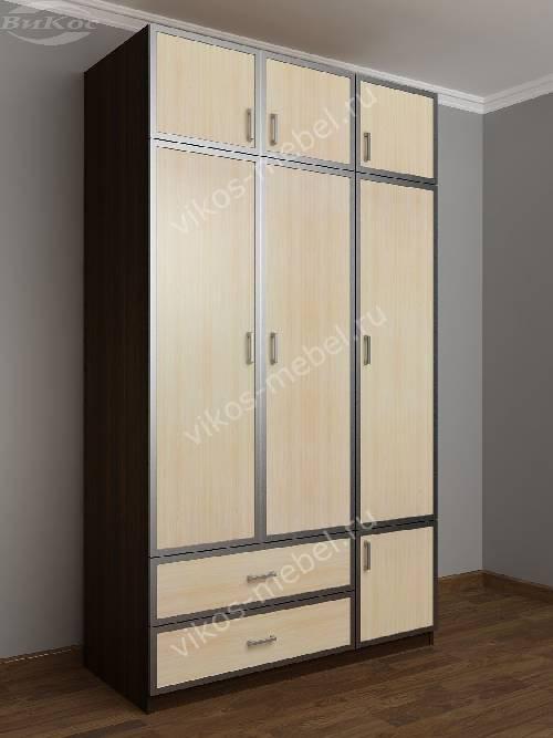 Трехстворчатый шкаф для одежды и белья с ящиками в спальню цвета венге - молочный дуб