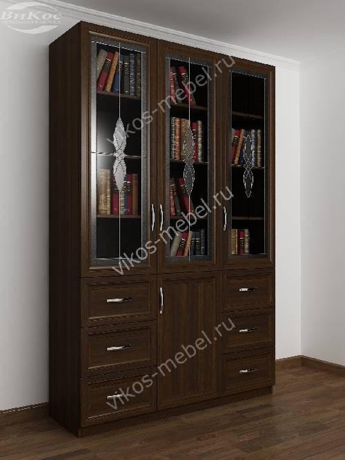 Шкаф для книг с витражом с ящиками для мелочей шириной 120-135 см цвета венге