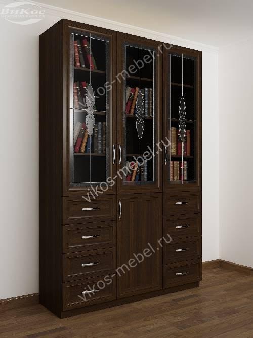 3-дверный книжный шкаф со стеклянными дверями с витражом с выдвижными ящиками цвета венге