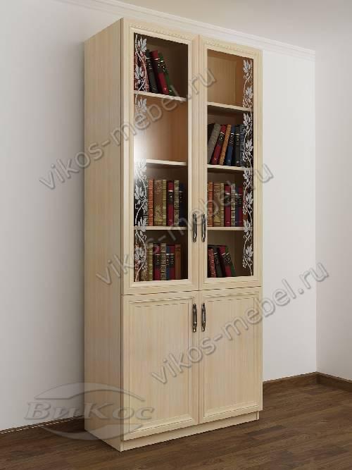 двухстворчатый книжный шкаф со стеклом с пескоструйным рисунком цвета молочный беленый дуб