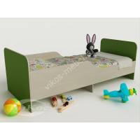 кровать для ребенка с защитными бортами зеленого цвета