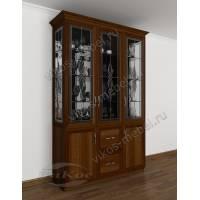 сервант c витражным стеклом в классическом стиле