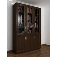 трехстворчатый книжный шкаф со стеклом цвета венге