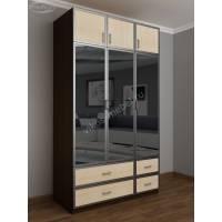 трехдверный шкаф с распашными дверями с зеркалом